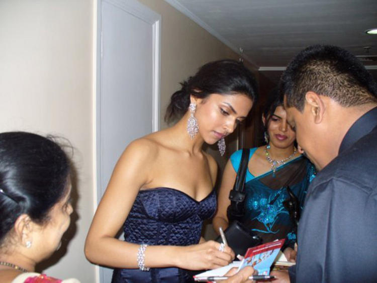 Deepika Padukone Strapless Dress Pic