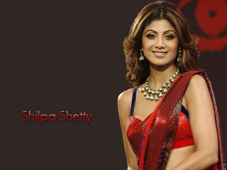 Shilpa Shetty Attractive Dazzling Wallpaper In Sexy Saree