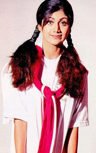 Shilpa Shetty Cute Hair Style Wallpaper