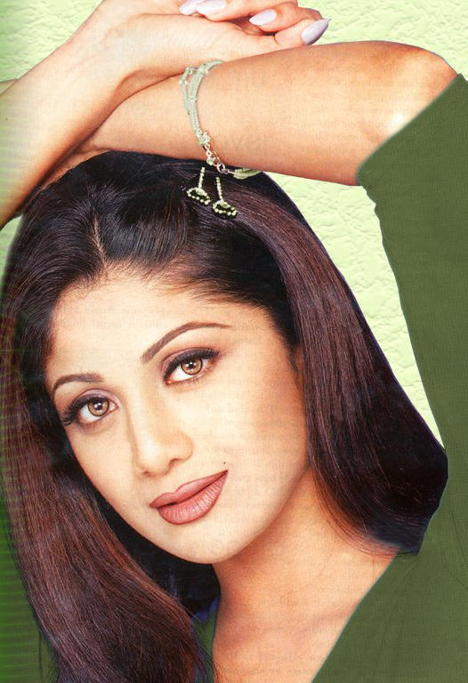 Shilpa Shetty Sexy Eyes and Red Lips Pic