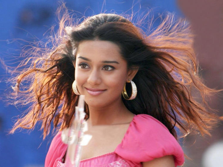 Amrita Rao Beautiful Look Wallpaper