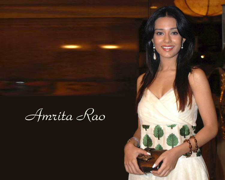 Amrita Rao Smiling Face Look Wallpaper