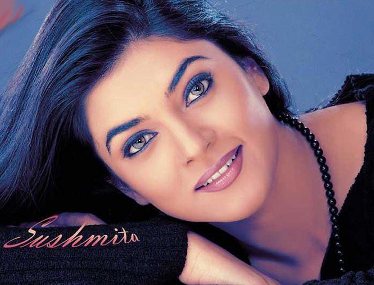 Sushmita Sen Attractive Face Look Wallpaper