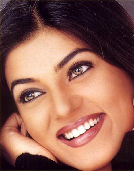 Sushmita Sen Beautiful Smile Look Pic
