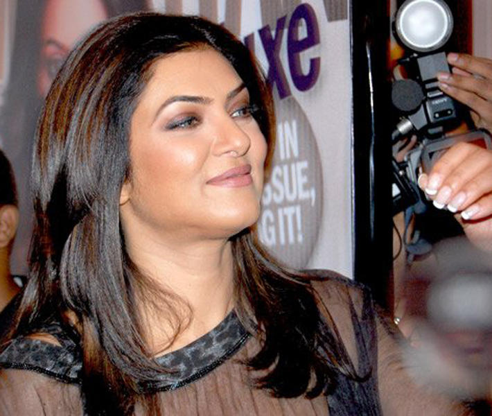 Sushmita Sen Glamour Face Look Pic