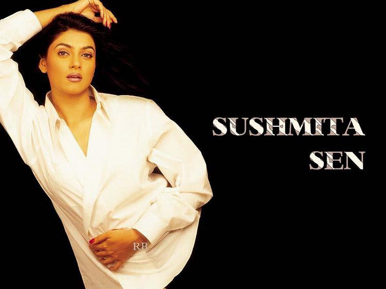 Sushmita Sen Romancing Look Wallpaper