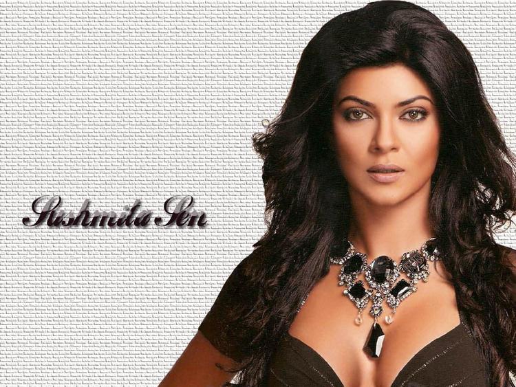 Sushmita Sen Sexy Cleavages Bold Wallpaper