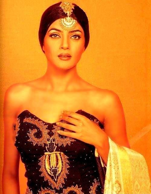 Sushmita Sen Strapless Dress Gorgeous Wallpaper