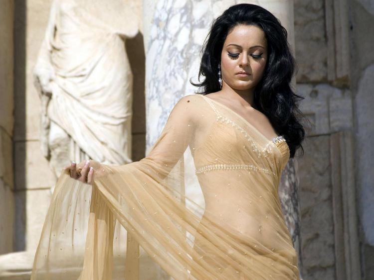 Kangana Ranaut Sizzling Pic In Transparent Saree