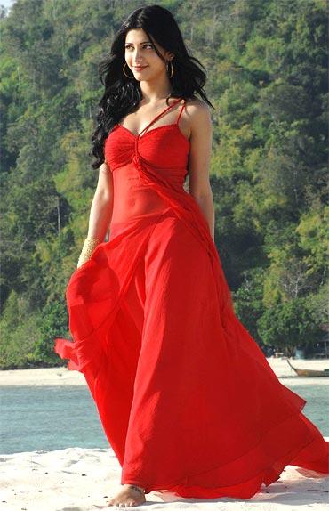 Shruti Haasan Looking Very Beautiful In Red Gown