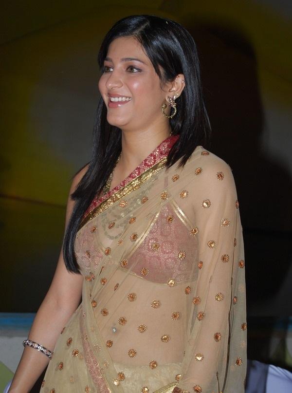 Shruti Hassan Gorgeous Transparent Saree Still