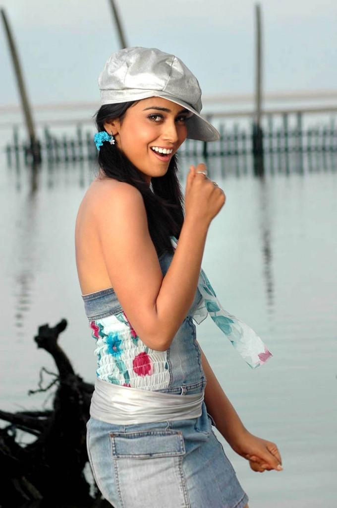 Cute Actress Shriya Saran Sexy Stills