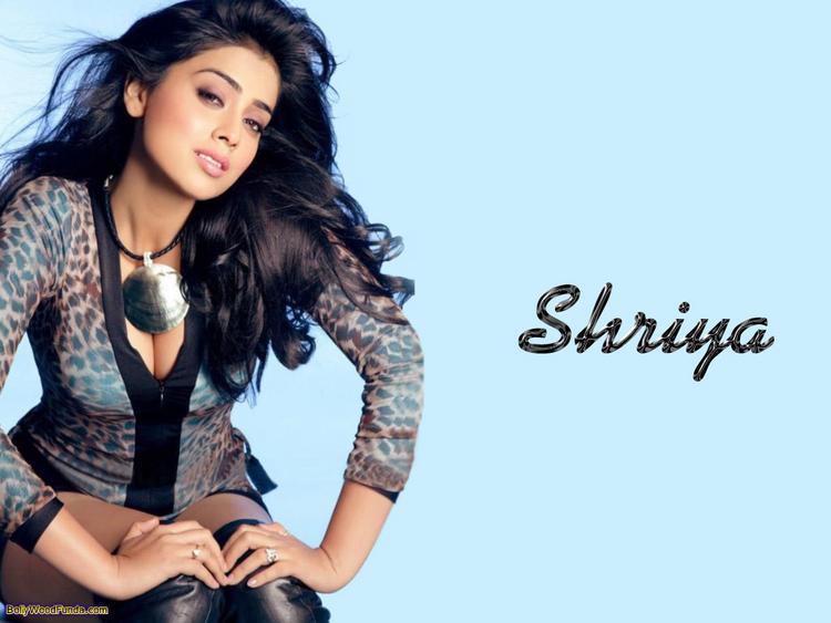 Shriya Saran Sexy Romancing Look Still