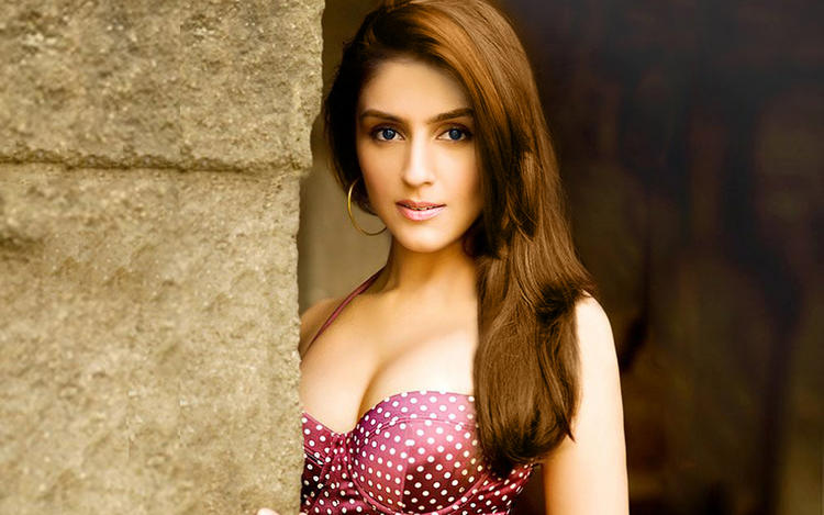 Aarti Chhabria Awesome Look Wallpaper