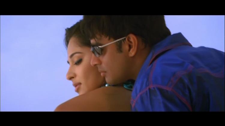 Anushka Shetty and Madhavan Hot Scene Pic