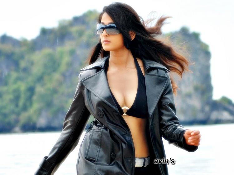 Anushka Shetty In Black Blazer Stylist Pic