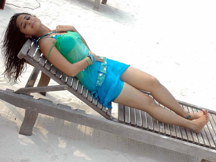 Anushka Shetty Expose Her Sexy Things