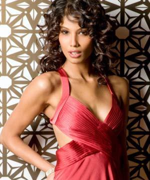 Nicole Faria Romancing Look Still In Sexy Dress