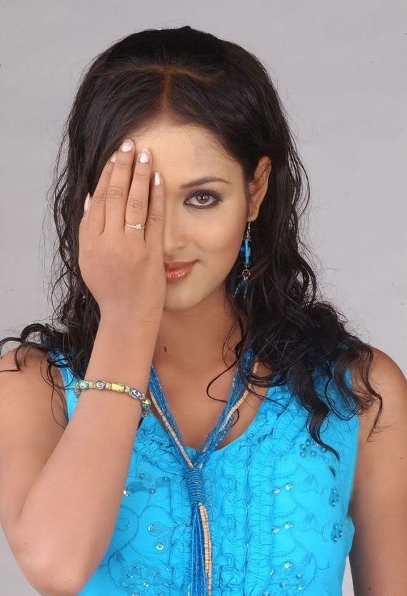 Vidisha Sexy Look Images