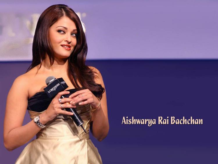 Aishwarya Rai Cute and Sweet Wallpaper