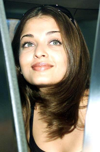 Aishwarya Rai Gorgeous Cute Look Still