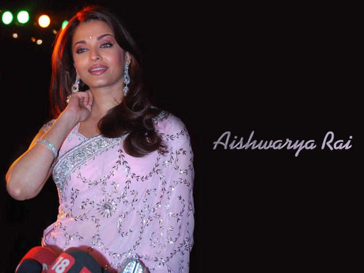 Aishwarya Rai Gorgeous Pink Saree Wallpaper