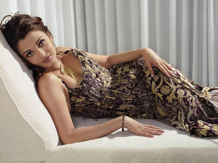 Aishwarya Rai Spicy Pose Photo Shoot