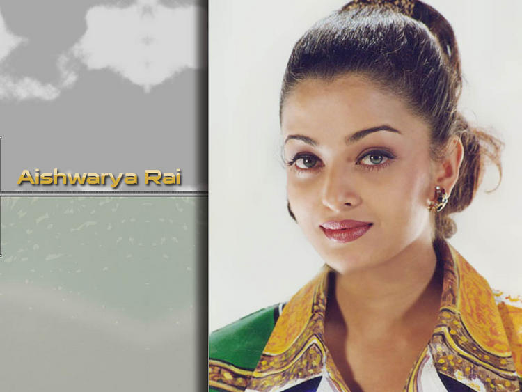Sexy Aishwarya Rai Nice Look Wallpaper