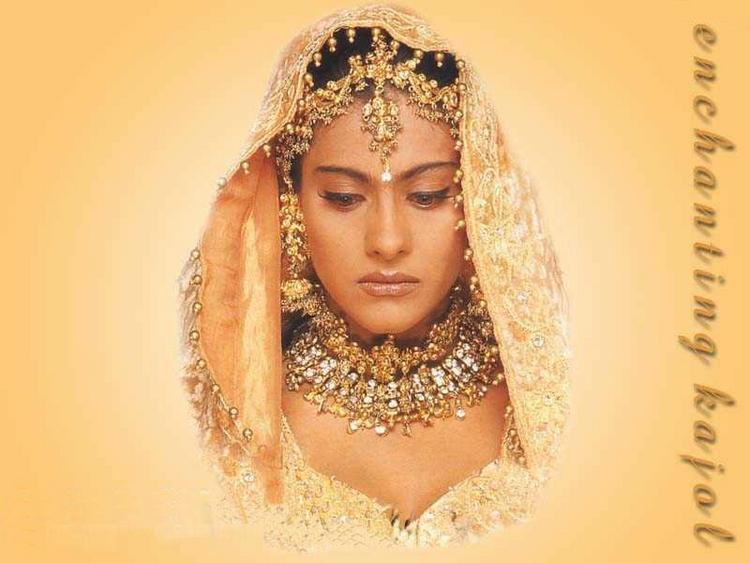 Kajol Devgan in Brides Clothes Wallpaper