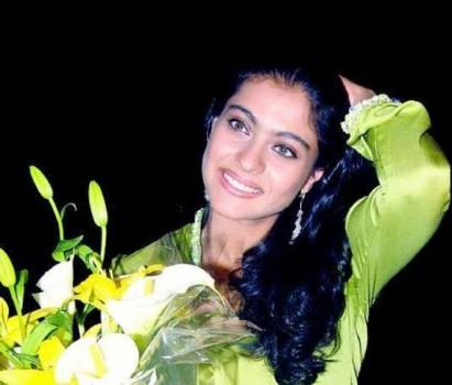Kajol Devgan Latest Pic With Bouquet