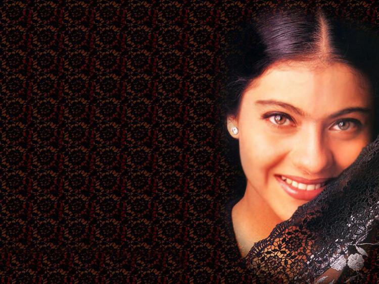 Kajol Devgan Sweet and Romantic Look Wallpaper
