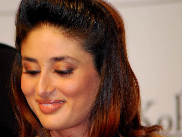 Kareena Kapoor Cute and Sweet Smiling Face Look