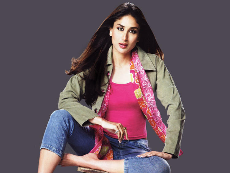 Kareena Kapoor Gorgeous Shocking Face Still