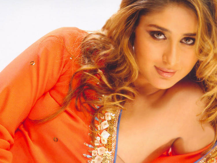 Kareena Kapoor Romantic Look Still In Brown Curly Hair