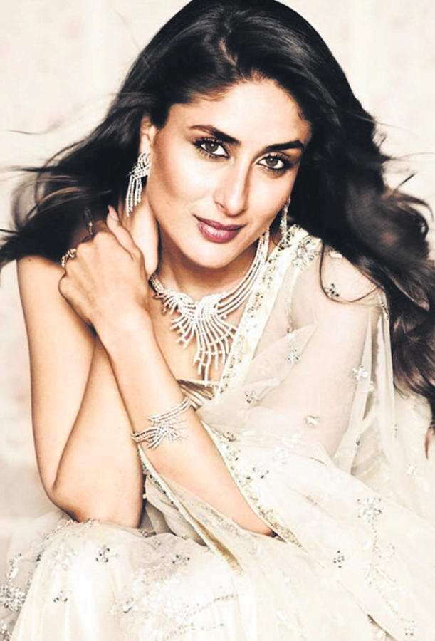 Kareena Kapoor Sexy Beautiful Face Look Still