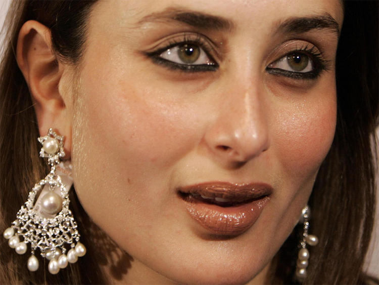 Kareena Kapoor Sexy Eyes and Wet Lips Pose Still