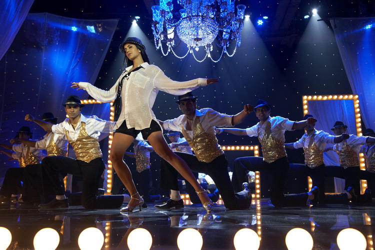 Katrina Kaif Sheila Ki Jawani Dance Still