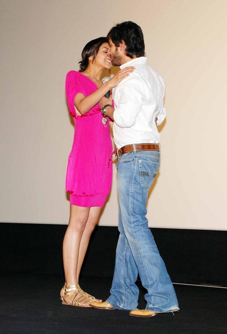Saif Ali Khan and Deepika Hot Kiss Pic