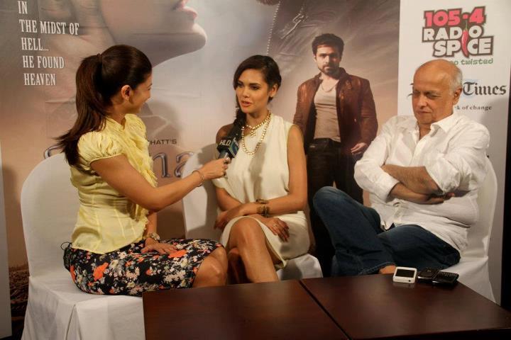 Mahesh Bhatt and Esha Gupta at Jannat 2 Press Conference Event
