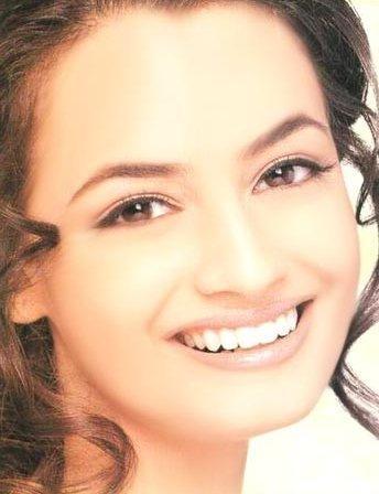 Diya Mirza Beautiful Smile Pic