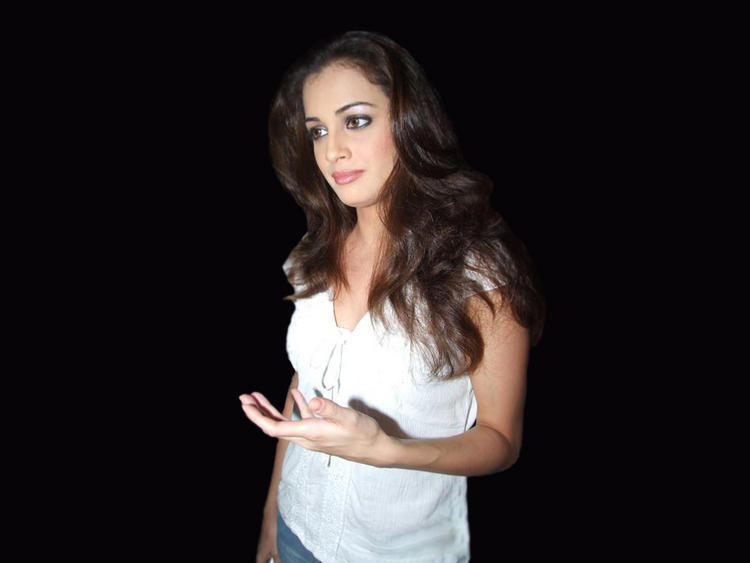 Diya Mirza Glorious Pic In White Tops and Jeans