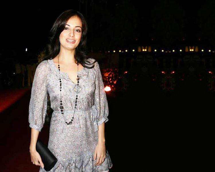 Diya Mirza Glowing Face Look Wallpaper