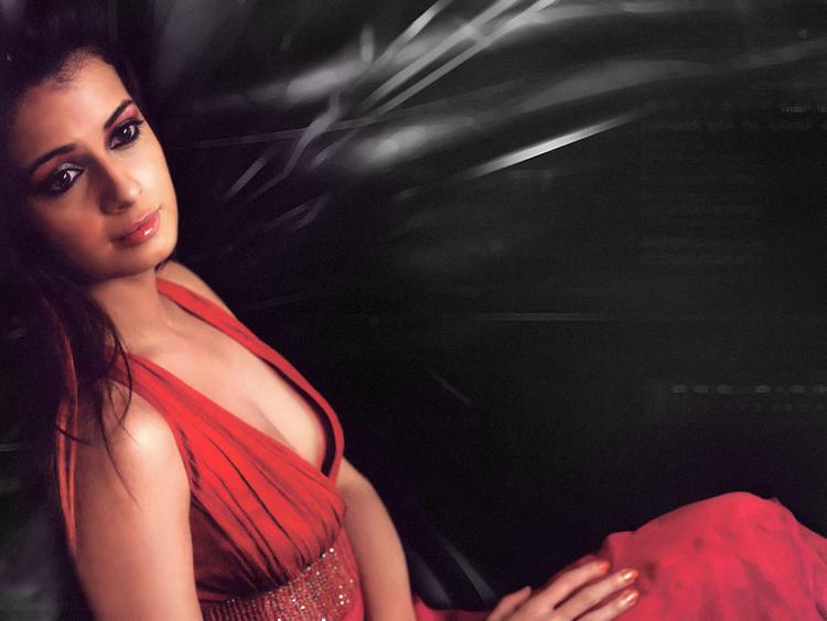 Diya Mirza Side Boob Show Sizzling Photo