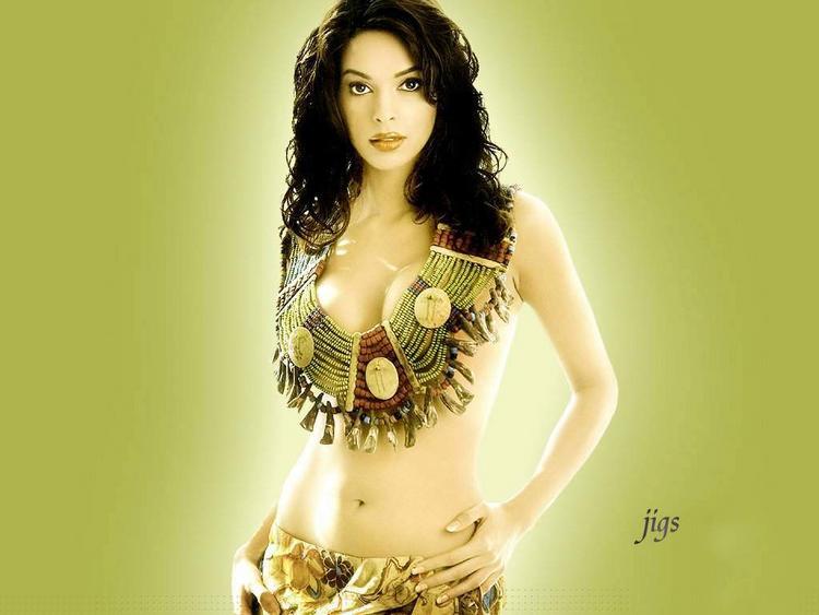 Mallika Sherawat Sexy Navel Pose Wallpaper