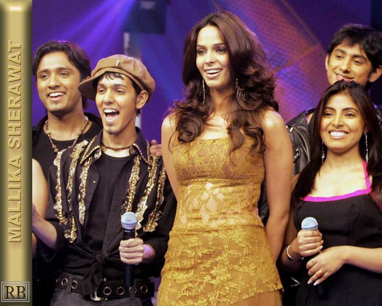 Mallika Sherawat Sweet Smile Gorgeous Pic