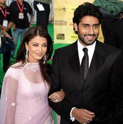 Abhishek and Aishwarya Latest Pic On Green Carpet