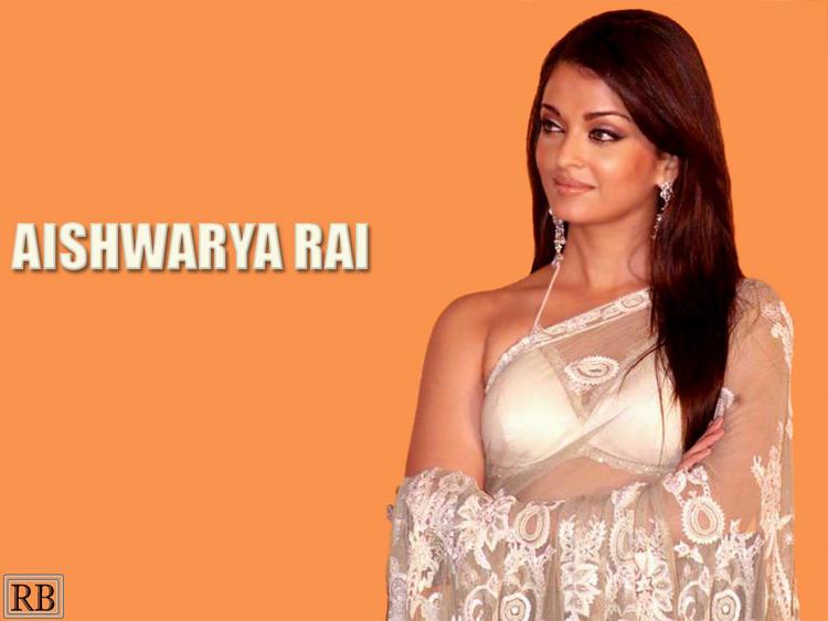 Aishwarya Rai Beautiful Wallpaper In Transparent Saree