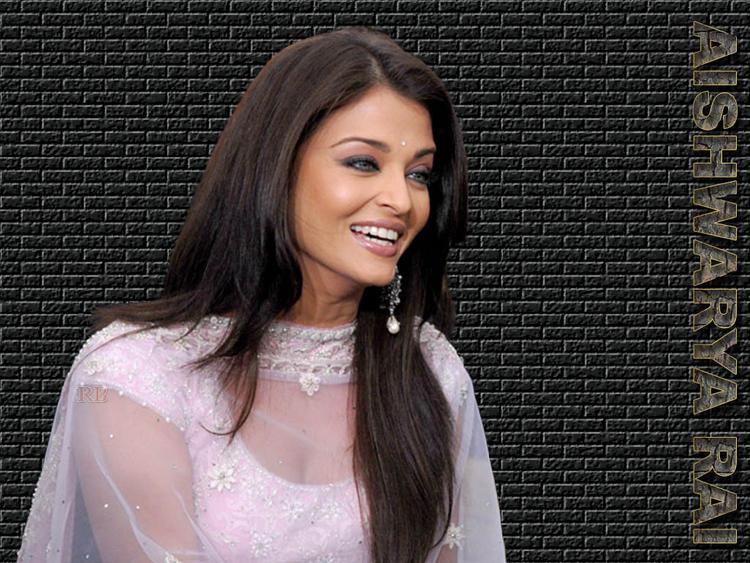 Aishwarya Rai With Open Smile Pic