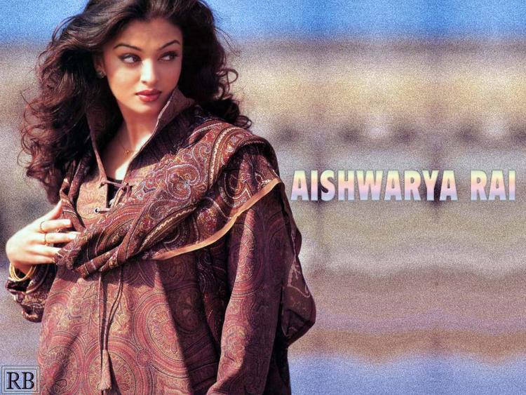Cute Aishwarya Rai Best Wallpaper