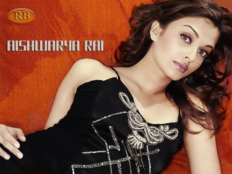 Glowing Aishwarya Rai Sizzling Hot Wallpaper